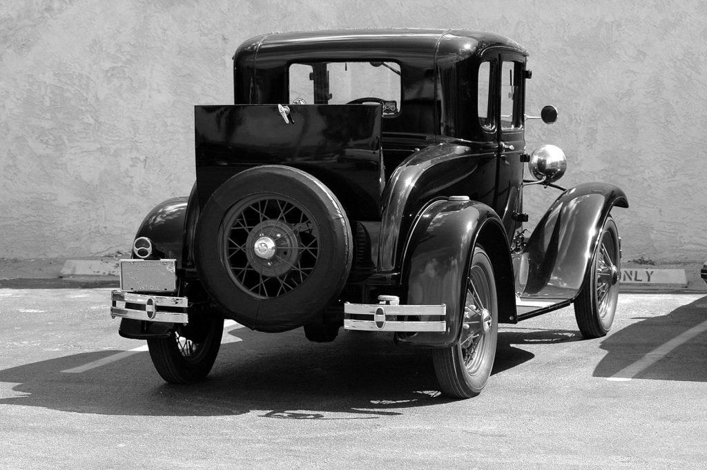 Bulles financières: de la tulipomanie au Bitcoin ? Image d'une voiture Ford modèle T.