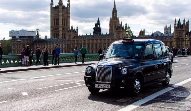 """A """"London Cab"""" se traduisant en taxi londonien"""