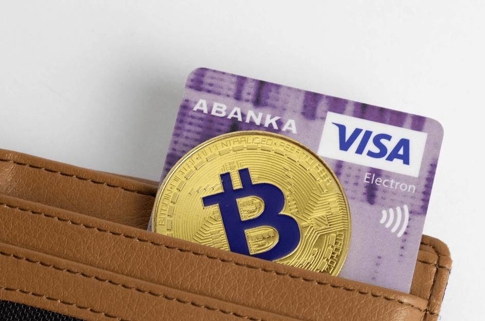 Les cartes de débit Bitcoin permettent aux utilisateurs de stocker des soldes en BTC. Source de l'image: visualhunt