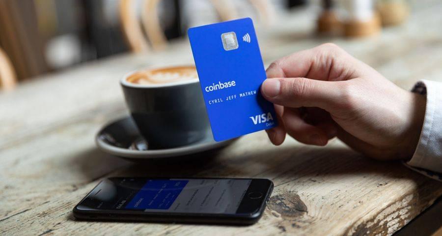 """Une image de la """"Coinbase Card"""" dans une cafétaria"""