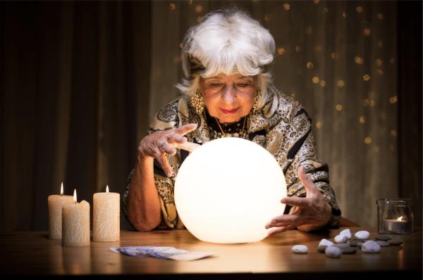 Boule de cristal cryptomonnaies Nomics